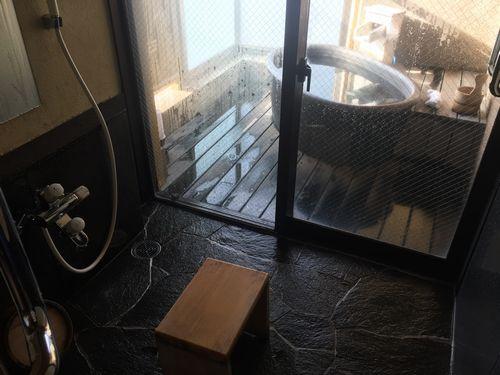 潮里の個室の露天風呂